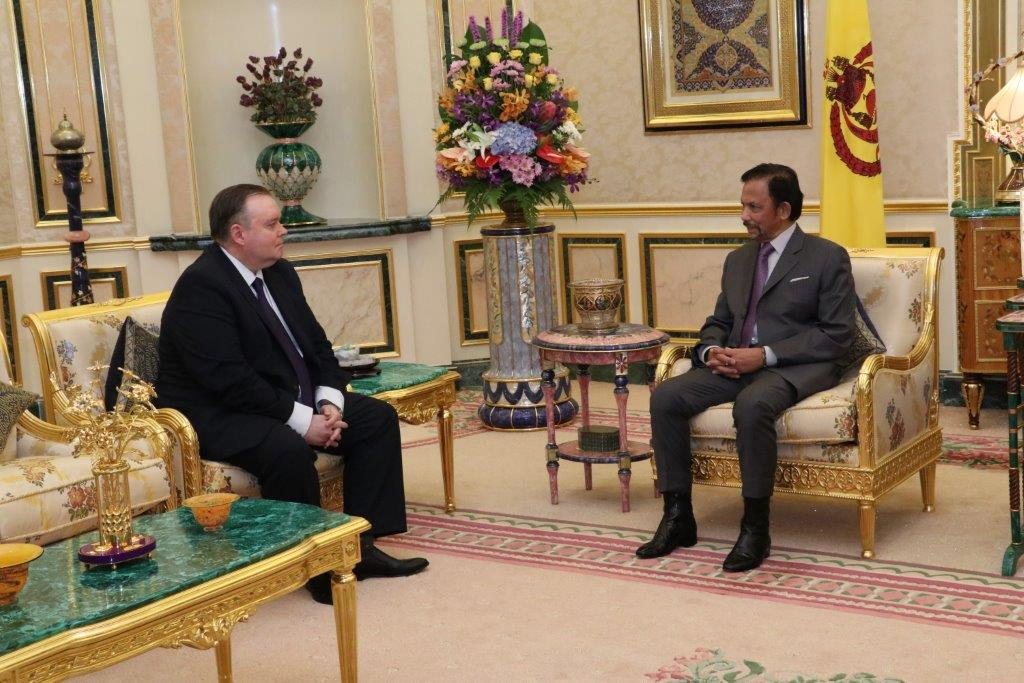 HIS MAJESTY THE SULTAN AND YANG DI-PERTUAN OF BRUNEI DARUSSALAM RECEIVES IN AUDIENCE THE OUTGOING AMBASSADOR EXTRAORDINARY AND PLENIPOTENTIARY OF THE RUSSIAN FEDERATION TO BRUNEI DARUSSALAM