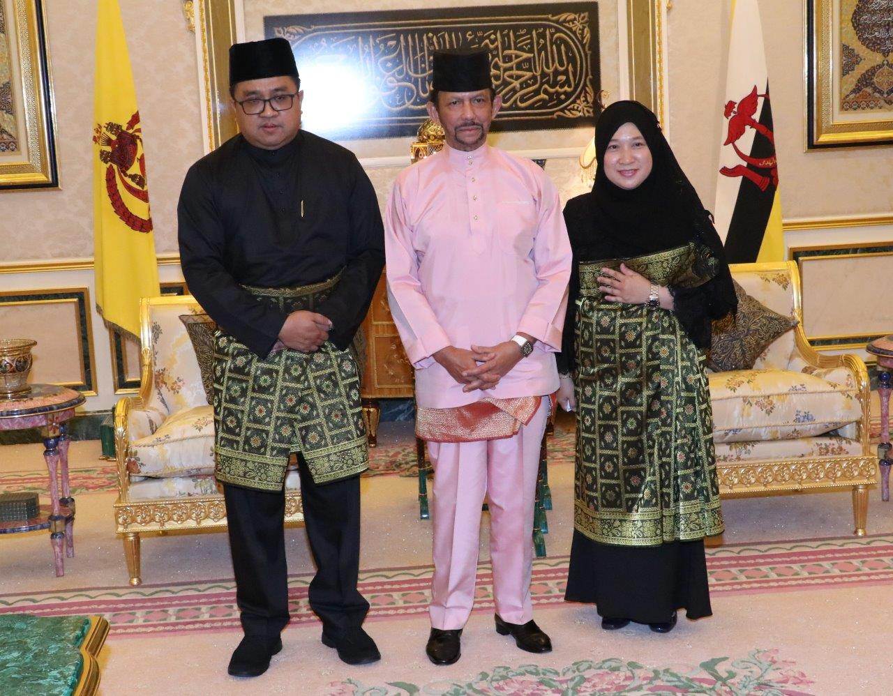 HIS MAJESTY THE SULTAN AND YANG DI-PERTUAN OF BRUNEI DARUSSALAM PRESENTS AND RECEIVES LETTERS OF CREDENCE FOR THE NEWLY APPOINTED ENVOYS